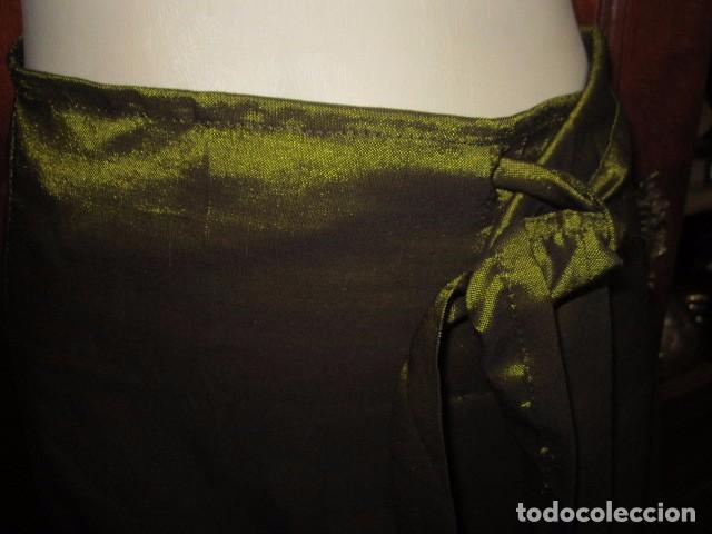 Antigüedades: Falda pareo. Cintura regulable. Ancho total: 124 cms. Largo: 98 cms. - Foto 2 - 97771923