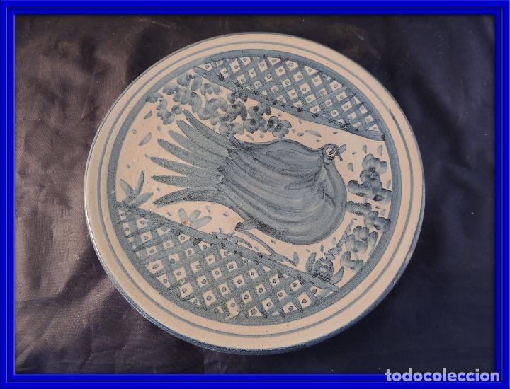 PLATO DE CERAMICA DE ZARAGOZA CON ADORNO DE PALOMA (Antigüedades - Porcelanas y Cerámicas - Otras)