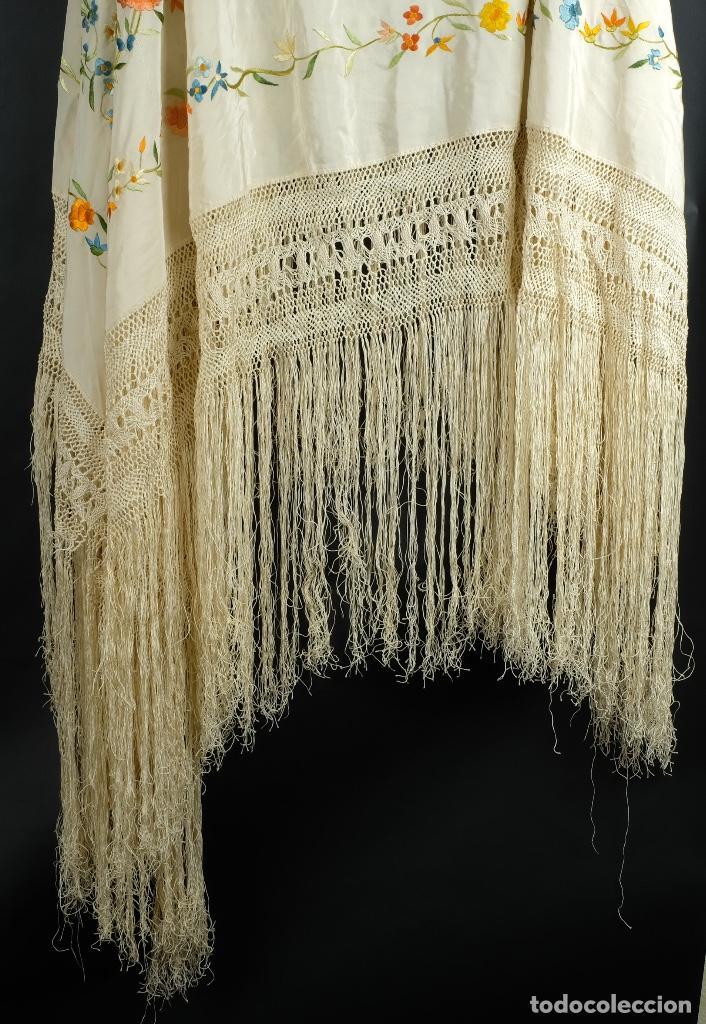 Antigüedades: Mantón Manila en seda bordada a mano principios siglo XX - Foto 2 - 97785439