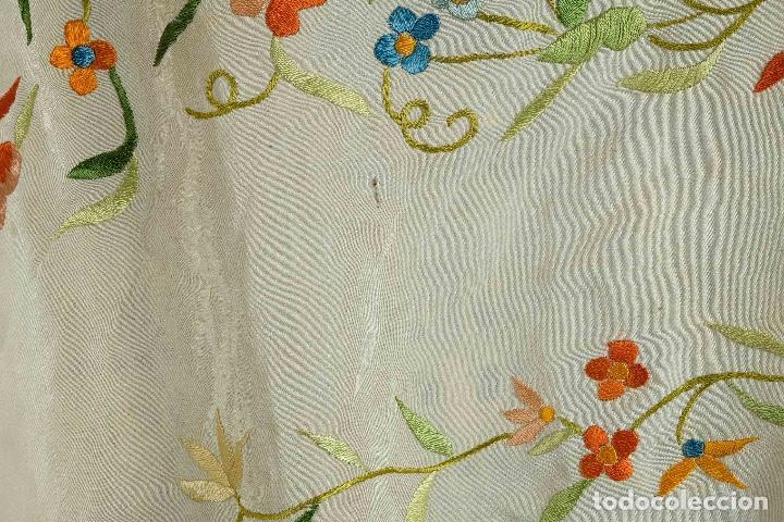 Antigüedades: Mantón Manila en seda bordada a mano principios siglo XX - Foto 3 - 97785439