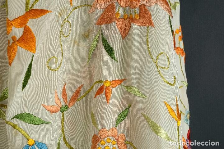 Antigüedades: Mantón Manila en seda bordada a mano principios siglo XX - Foto 4 - 97785439