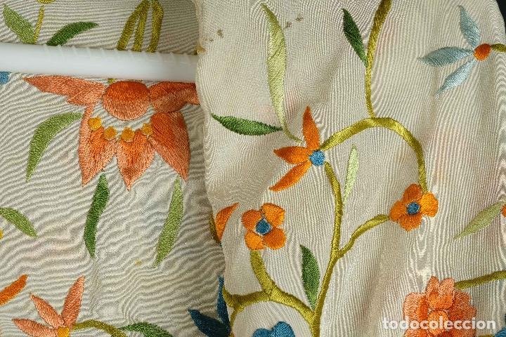 Antigüedades: Mantón Manila en seda bordada a mano principios siglo XX - Foto 6 - 97785439