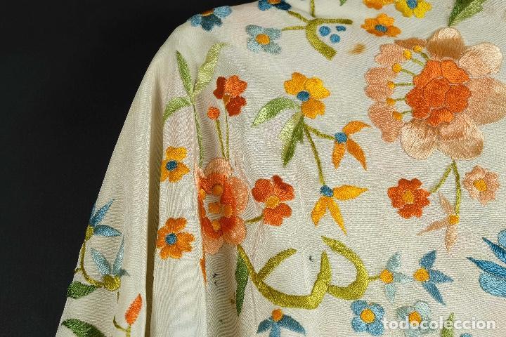 Antigüedades: Mantón Manila en seda bordada a mano principios siglo XX - Foto 9 - 97785439