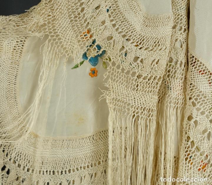 Antigüedades: Mantón Manila en seda bordada a mano principios siglo XX - Foto 11 - 97785439