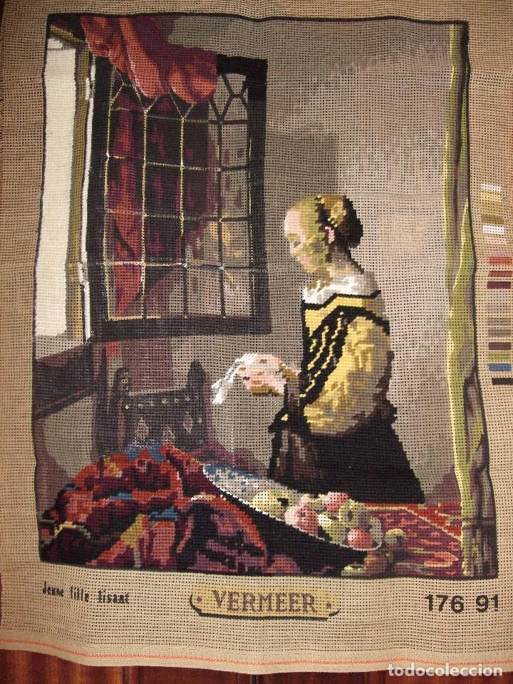 Antigüedades: ANTIGUA TELA CAÑAMAZO, BORDADA PUNTO CRUZ . PETIT POINT. Johannes Vermeer. MUCHACHA LEYENDO UNA CART - Foto 2 - 97791531