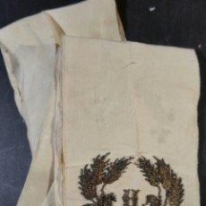 Antigüedades: ANTIGUA ESTOLA DE SEDA BORDADA EN HILO DE PLATA. Lote 97895931