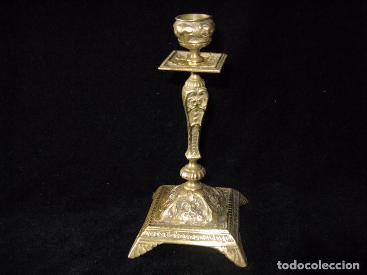 Antigüedades: ANTIGUO CANDELABRO O CANDELERO DE IGLESIA DE BRONCE - Foto 2 - 97897687