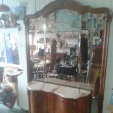 Antigüedades: APARADOR Y ESPEJO BISELADO. Lote 97955936