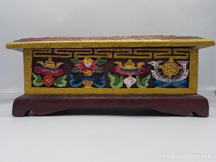 Antigüedades: Magnifico inciensario chino antiguo hecho y pintado a mano con motivos tallados en relieve. - Foto 2 - 97960075