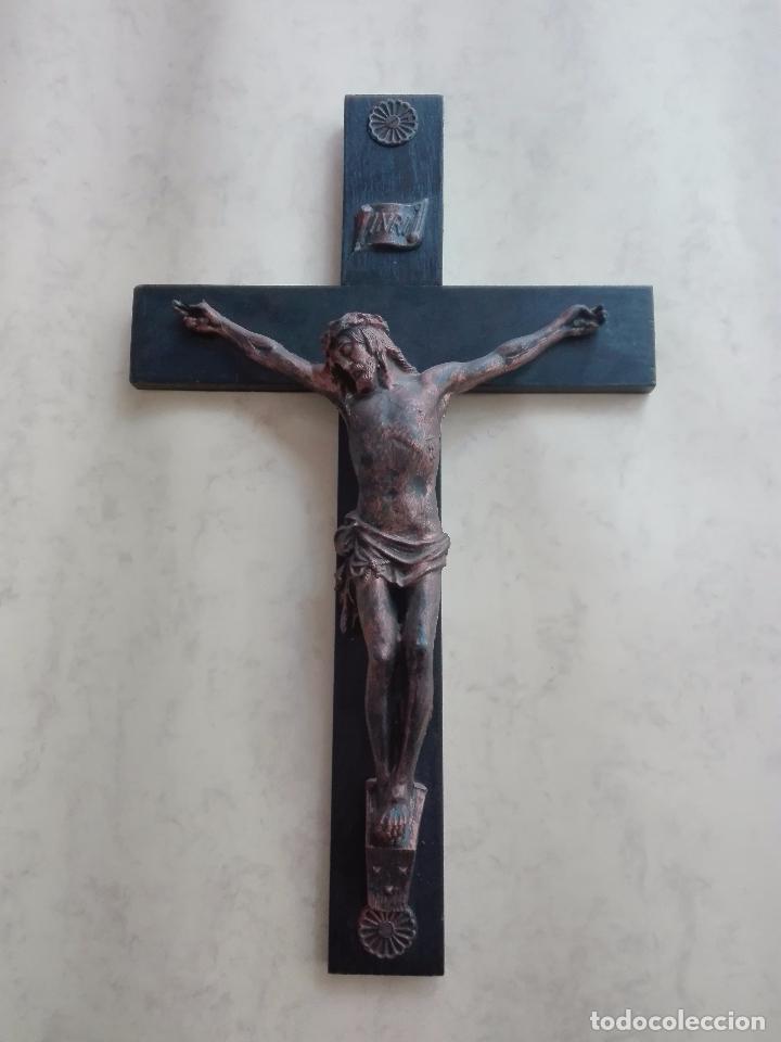 CRUCIFIJO, CRUZ, CRISTO, JESUCRISTO - MADERA Y PLASTICO - 47 X 35 CM. (Antigüedades - Religiosas - Crucifijos Antiguos)