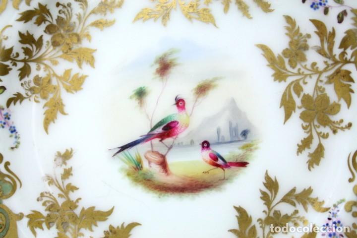 Antigüedades: Elegante plato, pintado a mano, de porcelana inglesa - Foto 2 - 97973827