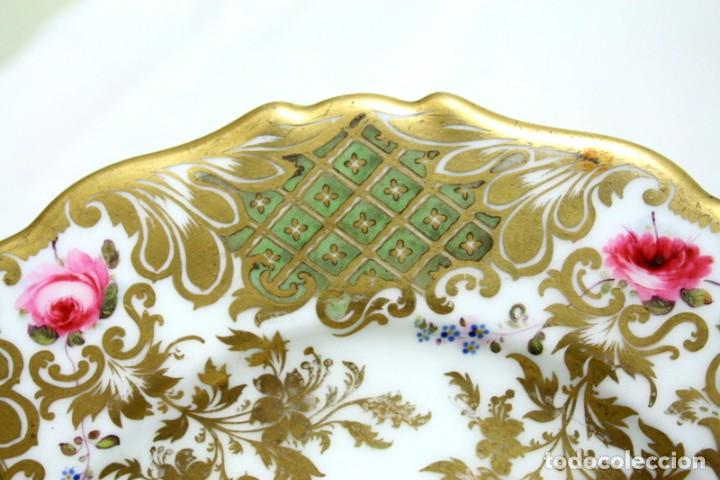 Antigüedades: Elegante plato, pintado a mano, de porcelana inglesa - Foto 3 - 97973827