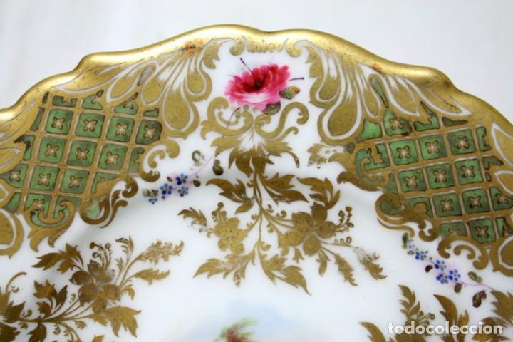 Antigüedades: Elegante plato, pintado a mano, de porcelana inglesa - Foto 4 - 97973827