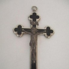 Antigüedades: ANTIGUO CRUCIFIJO - METAL Y MADERA - PARA LLEVAR COLGADO - DE CURA, OBISPO - 6 CM X 12 CM. Lote 97984723
