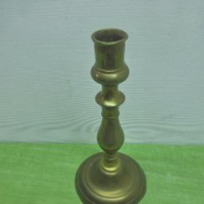Antigüedades: ANTIGUO CANDELABRO-PORTAVELAS DE CAPILLA-BRONCE-ORIGINAL PRINCIPIOS DE SIGLO XX-20,5 CM DE ALTURA. Lote 98011563