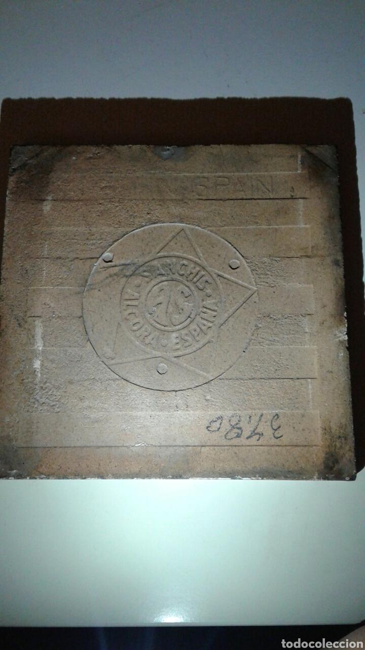 Antigüedades: Muy antiguo azulejo con obra JOSE ARRUE Pintado a mano Años 40 Firma ilegible Pais Vasco - Foto 10 - 97009163
