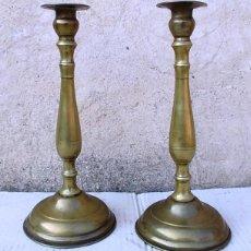 Antigüedades: PAREJA DE CANDELABROS ANTIGUOS DE IGLESIA, TORNEADOS, TOROZAM. Lote 98030495