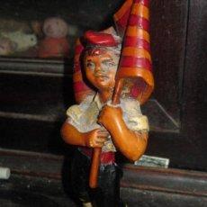 Antigüedades: INDEPENDENTISTA CATALAN FIGURA ANTIGUA CON SEÑERA CATALUÑA. Lote 98040939