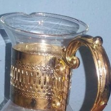 Antigüedades: JARRA DE CRISTAL DE BOHEMIA SOPLADO A MANO CON ASA EN PLATA DE LEY. Lote 98047123