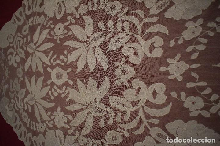 Antigüedades: Mantilla Blanca ovaladadengue, peinador hecha a mano 165x55 cm - Foto 2 - 98094647