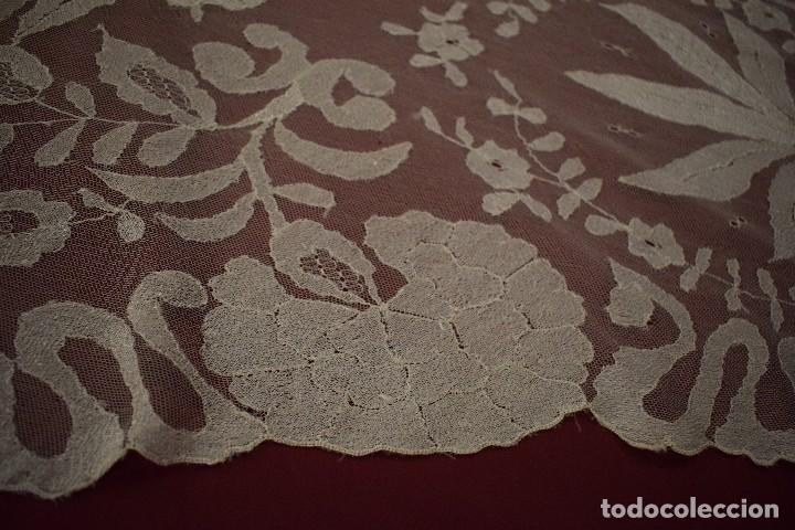 Antigüedades: Mantilla Blanca ovaladadengue, peinador hecha a mano 165x55 cm - Foto 4 - 98094647