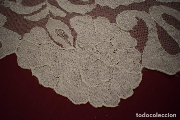 Antigüedades: Mantilla Blanca ovaladadengue, peinador hecha a mano 165x55 cm - Foto 5 - 98094647