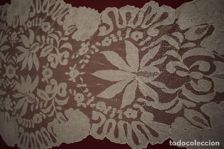 Antigüedades: Mantilla Blanca ovaladadengue, peinador hecha a mano 165x55 cm - Foto 6 - 98094647