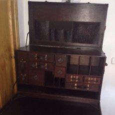 Antigüedades: ESCRITORIO PIEL Y MADERA ANTIGUO ( BAÚL). Lote 98109435