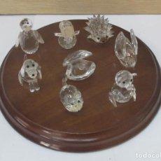 Antigüedades: 8 FIGURITAS DE ANIMALES DE CRISTAL SWAROVSKI - CON PEANA DE MADERA. Lote 98162271