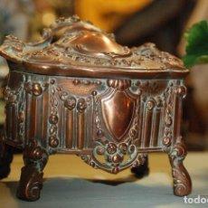 Antigüedades: MUY BONITA CAJA COFRE DE COBRE. Lote 98233107