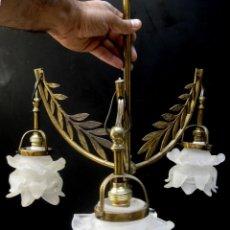 Antigüedades: PRECIOSA LAMPARA ANTIGUA ART DECO 1920 LATON Y TULIPAS CRISTAL FLOR, RESTAURADA LISTA USO. Lote 98238147