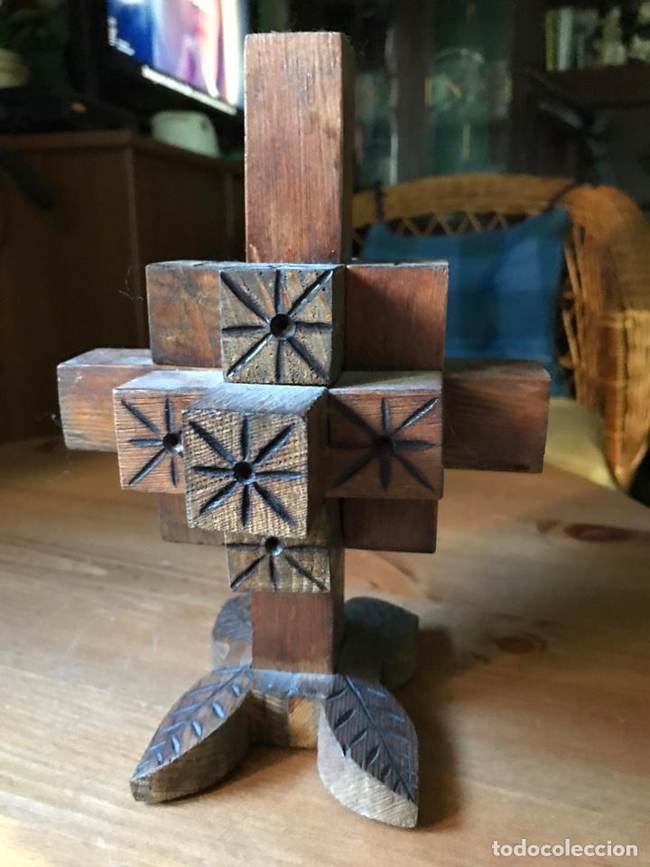 Antigüedades: Cruz de madera tridimensional tallada a mano., antigua - Foto 2 - 98346022