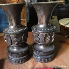 Antigüedades: ANTIGUAS TALLAS EN MADERA NOBLE, DOS JARRONES. Lote 98359523