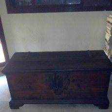 Antigüedades: ESPECTACULAR ARCA ANTIGUA DE PINO AÑO 1910. Lote 98401111