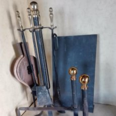 Antigüedades: CONJUNTO DE UTILES PARA LA CHIMENEA - HIERRO Y LATON - VER FOTOS. Lote 98418615
