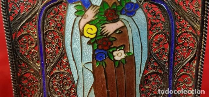 Antigüedades: VIRGEN MARÍA. METAL ESMALTADO. HORNACINA EN MADERA CUBIERTA. SIGLO XX. - Foto 4 - 98437987