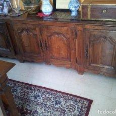 Antigüedades: APARADOR ANTIGUO DE CASTAÑO. PROCEDE DE PALACIO.. Lote 98440339