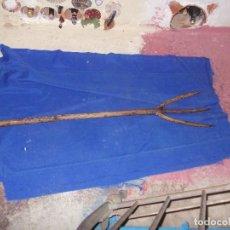 Antigüedades: HORCA DE TRES PUNTAS. Lote 98441067
