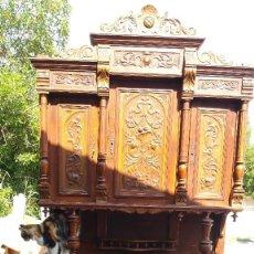 Antigüedades: APARADOR TALLADO EN MADERA DE ROBLE ANTIGUA ALACENA TALLADA. . Lote 98479135