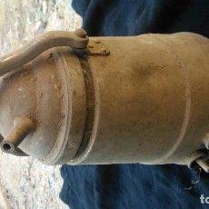 Antigüedades: CAFETERA ANTIGUA METAL PLATEADO DE UNOS VEINTICINCO CENTÍMETROS DE ALTURA. Lote 98491835