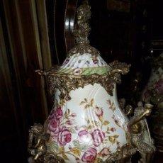 Antigüedades: JARRÓN DE PORCELANA CRAQUELADA Y BRONCE ( 52 POR 37 CM ). Lote 98575799