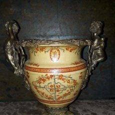 Antigüedades: JARRÓN DE PORCELANA CRAQUELADA Y ADORNOS DE BRONCE. Lote 98592423