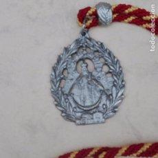 Antigüedades: GRAN ESCAPULARIO - NTRA. SRA. DE ALHARILLA PORCUNA - METALICO - 7.5 X 5.7 CM.. Lote 98602391
