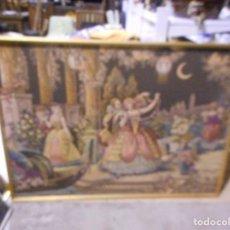 Antigüedades: MAGNIFICO TAPIZ DE TELAR GRAN TAMAÑO MARCO DORADO ESCENA ROMANTICA. Lote 98665967