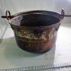Antigüedades: CALDERO DE COBRE CON ASA DE HIERRO FORJADO. Lote 98782723