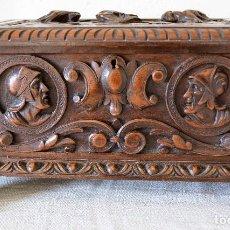 Antigüedades: SECRETER DE SOBREMESA ANTIGUO DE MADERA DE NOGAL TALLADO A MANO. Lote 98810295
