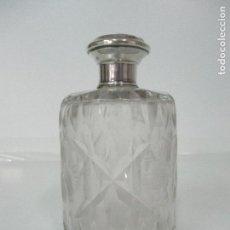 Antigüedades: ANTIGUO BOTE - BOTELLA PERFUME TOCADOR - CRISTAL TALLADO - PLATA DE LEY, CON CONTRASTE - AÑOS 50. Lote 98820655