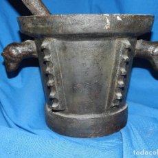 Antigüedades: (M) MORTERO - ALMIREZ DE HIERRO SIGLO XVII / XVIII , 22 X 38 CM, ALMIREZ CON MASA , ORIGINAL. Lote 98871399