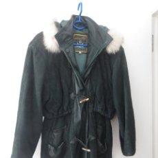 Antigüedades: ABRIGO DE PIEL DE MUJER CON CAPUCHA COLOR VERDE TALLA S FLORENTINA ORIGINAL CLOTHES USADO MARRUECOS. Lote 98882947