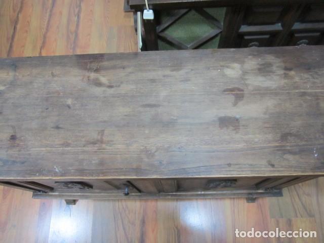 Antigüedades: Oportunidad aparador rústico de madera, con dos puertas. 90 x 29 x 74 cms. altura. - Foto 4 - 139377590